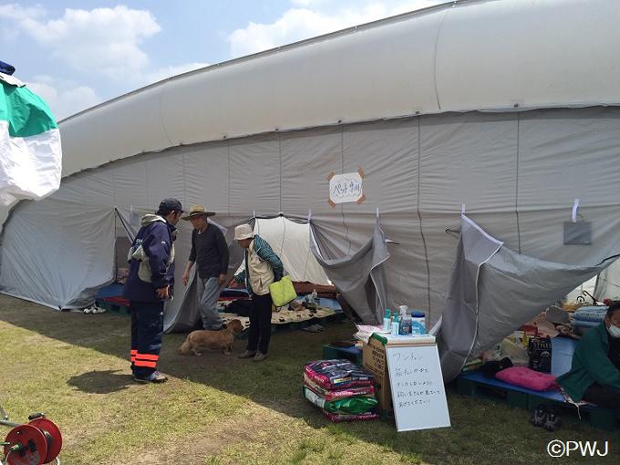 PWJが運営する避難所の様子